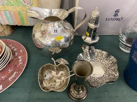 A qty of assorted Silver plate inc.
