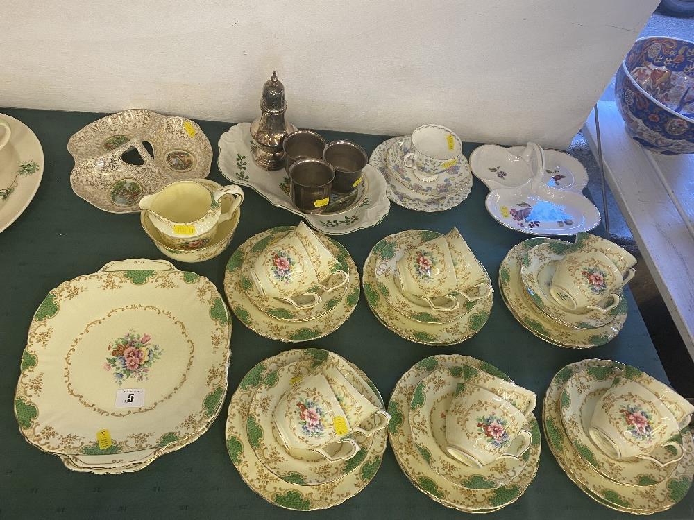 A 12 place Crown Staffordshire tea set, inc. - Bild 2 aus 3