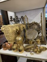A qty of brass ware and assorted oddments