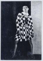 Valeska, Gert. Eigenhändige Signatur mit blauem Kugelschreiber auf Porträt-Photographie.