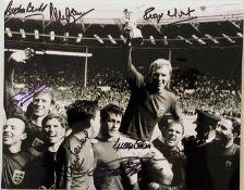 ENGLAND 1966 TEAM PHOTO SIGNED.