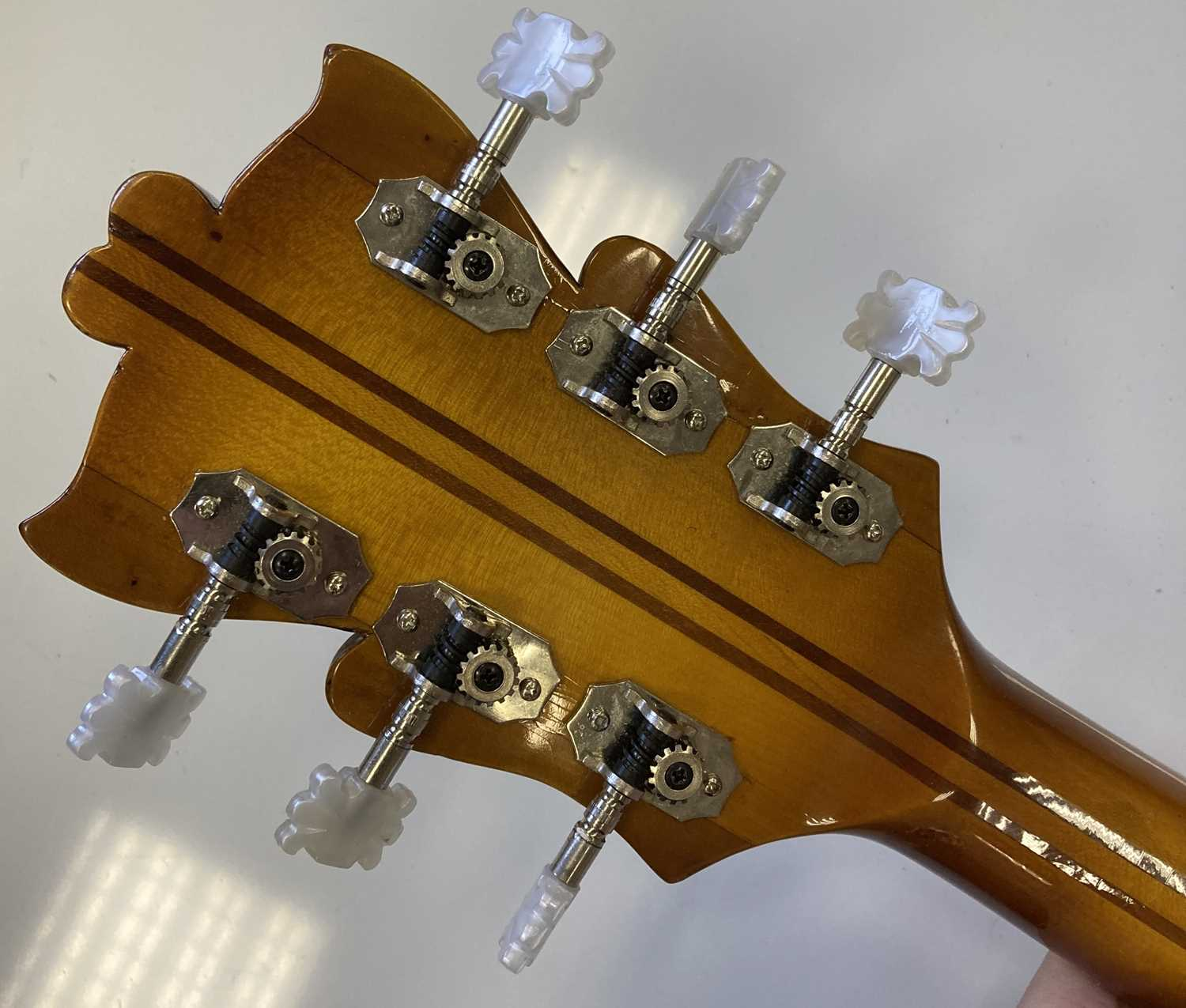 HOFNER - 1957 COMMITTEE ELECTRIC GUITAR - USED AS RESIDENT GUITAR AT THE 2'IS COFFEE CLUB - Image 12 of 17