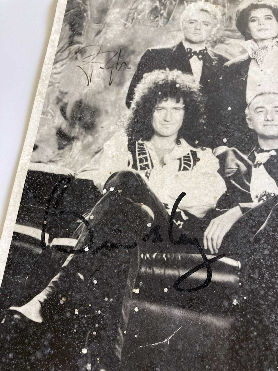 QUEEN SIGNED ITEMS. - Image 5 of 7