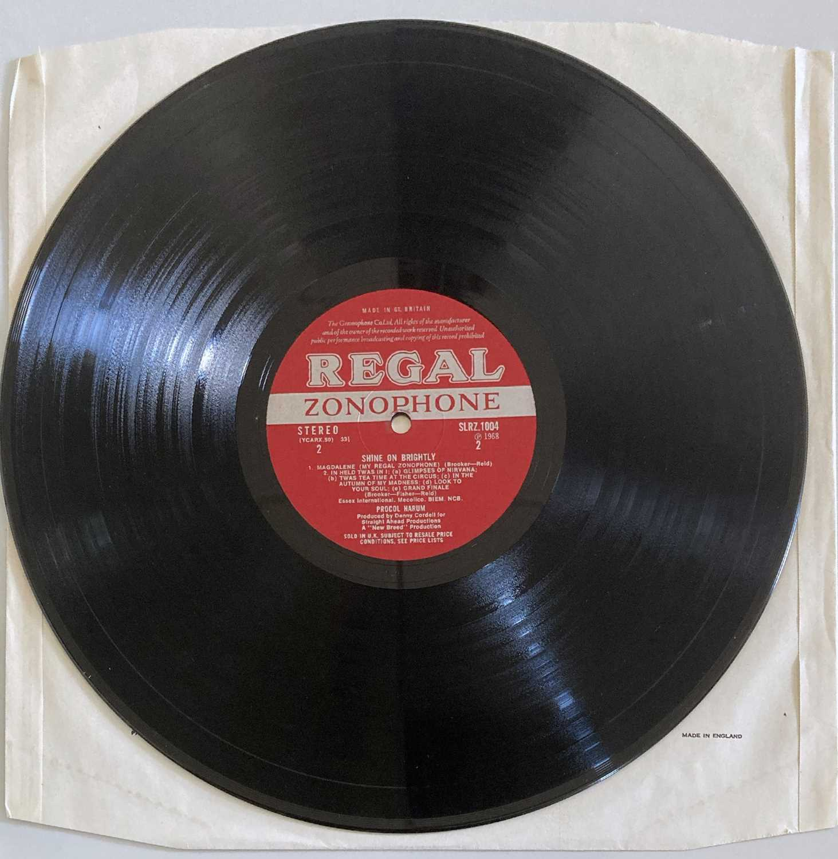 PROCOL HARUM - SHINE ON BRIGHTLY LP (ORIGINAL UK PRESSING - REGAL ZONOPHONE SLRZ 1004) - Image 3 of 4