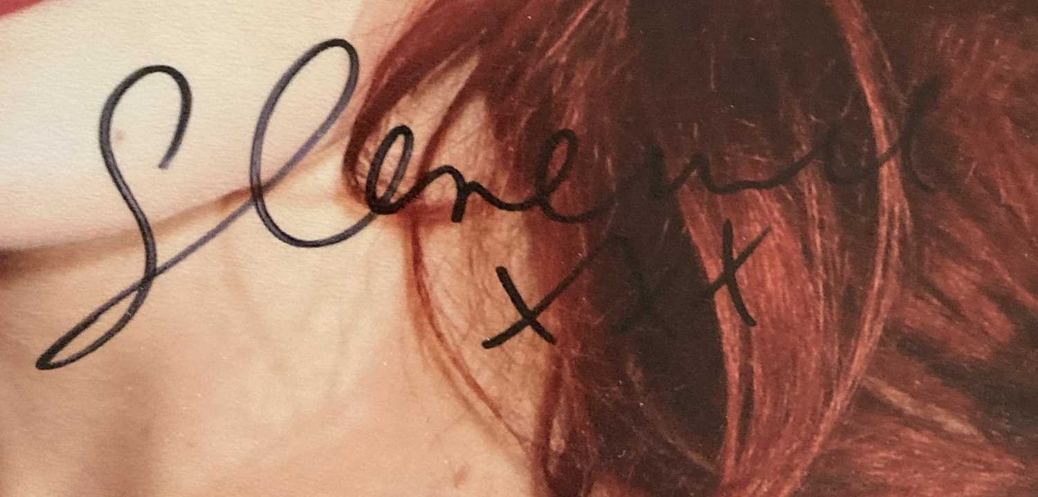 FLORENCE AND THE MACHINE SIGNED ITEMS. - Image 8 of 10