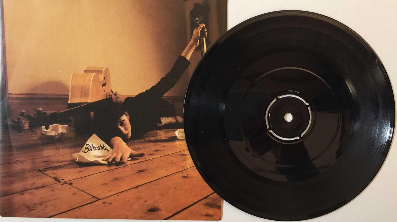 "KATE BUSH - THE SINGLE FILE 1978 ~ 1983 7"" BOX SET (KBS 1) - Image 4 of 5"