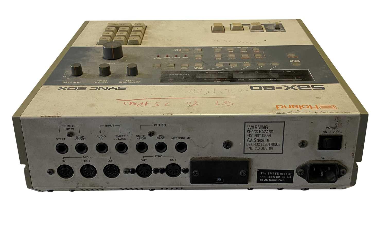 YAMAHA DX-5 KEYBOARD, YAMAHA QX-1 SEQUENCER & ROLAND SYNC BOX SBX-80 - Image 4 of 5
