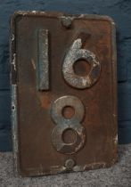 Railwayana - A cast iron railway marker. H: 28cm, W: 19cm. Please note that the paint is coming