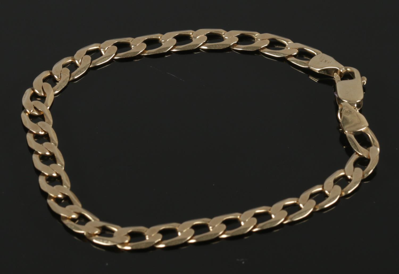 A 9kt Gold Link Bracelet Gross Weight: 6.63g Length: 20cm Condition - Good.