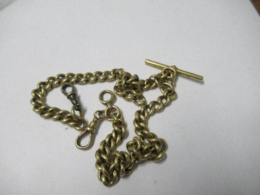 An 18 carat gold double Albert watch chain, of solid curb links, two metal swivel catches and a T - Image 2 of 3