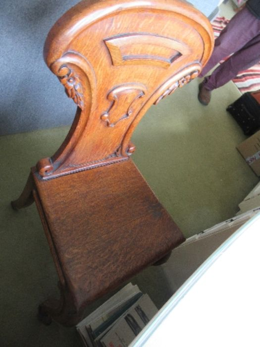 Two pairs of armorial hall chairs, in oak - Image 5 of 6