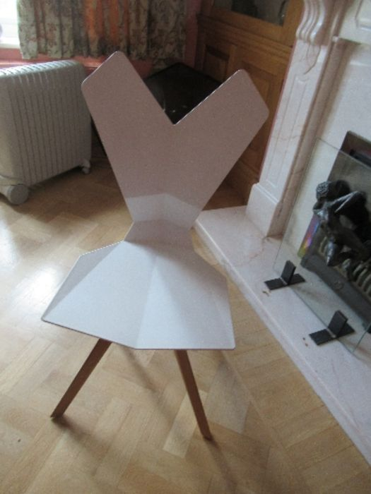 A white plastic chair with geometric shaped back and seat raised on metal chairs - Image 3 of 3