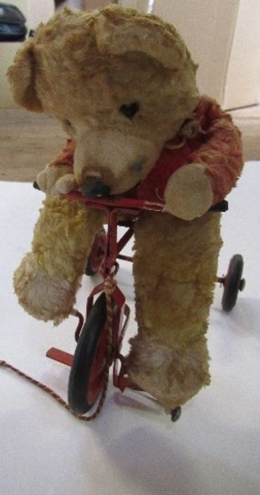A pull-along bear, riding a red tricycle - Image 2 of 3