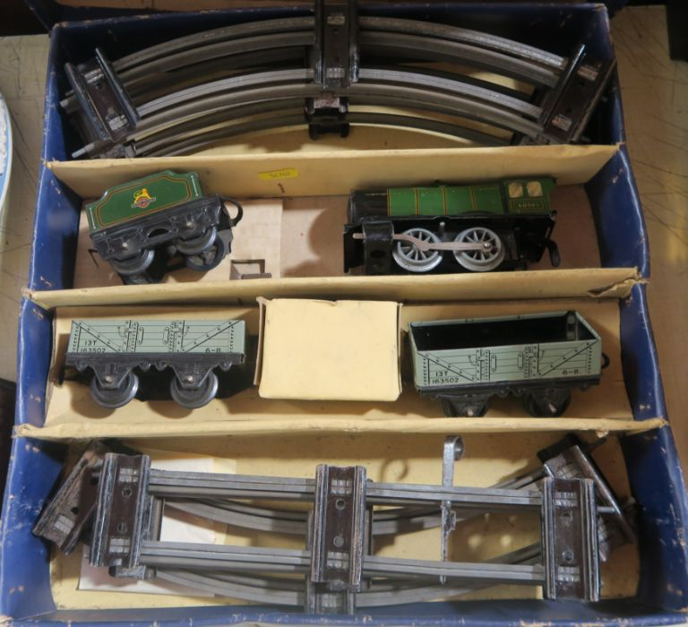 A boxed Hornby clockwork Train Goods Set, number 20, O gauge, in green livery - Image 3 of 5