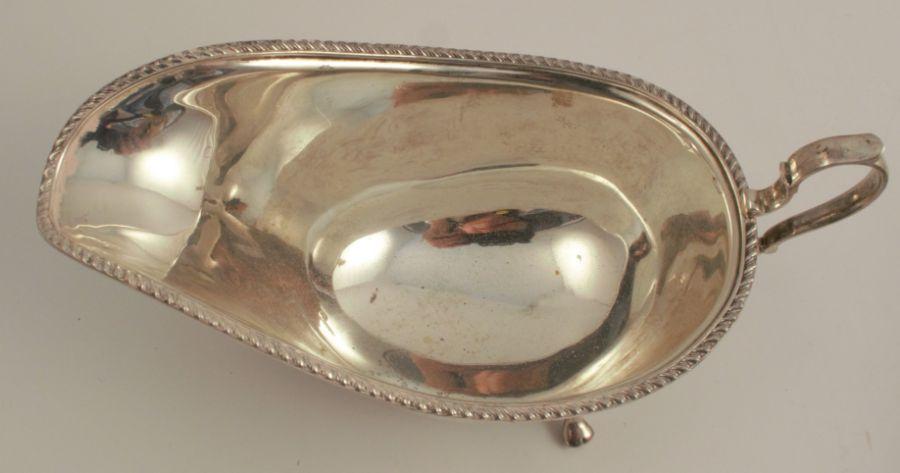 Two hallmarked silver sauce boats, one with gadrooned edge, weight for both 9oz - Image 3 of 4