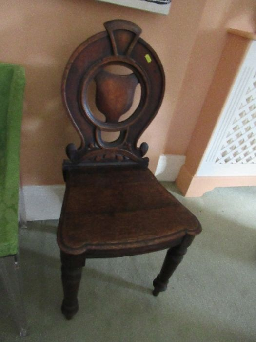 Two pairs of armorial hall chairs, in oak - Image 4 of 6