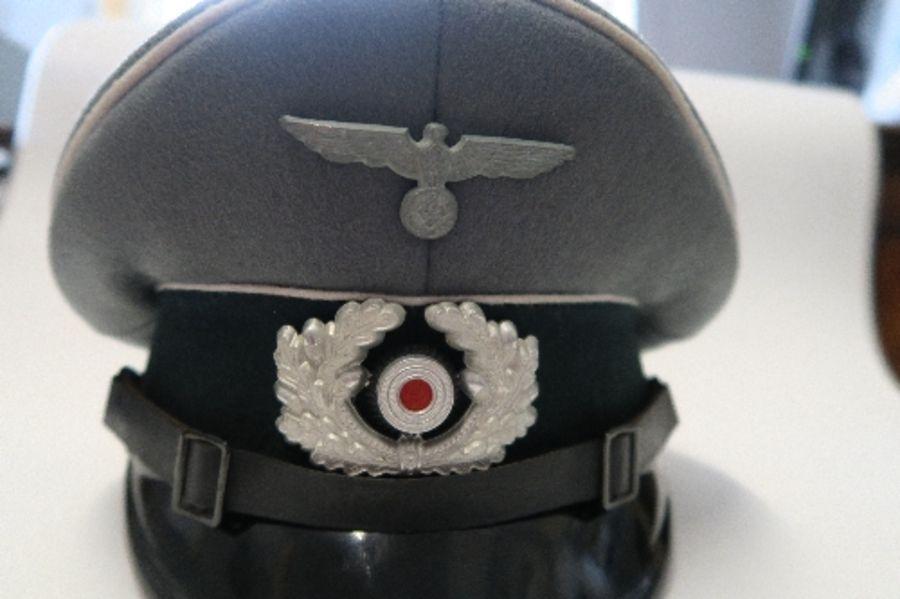 WW2 style German Officer's visor cap, bearing label Stirndrukfrei Deutsches Reichspatent - Image 5 of 5