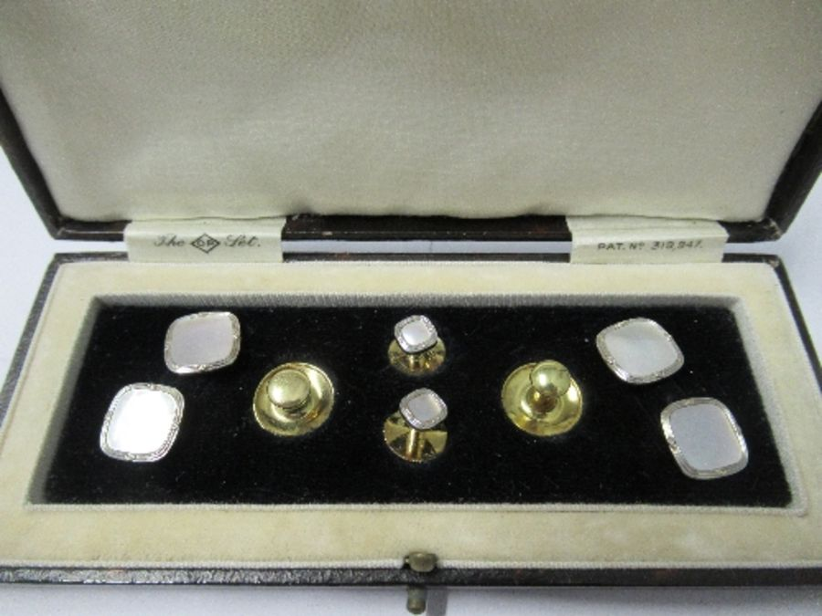 A cased gentleman's dress set, comprising a pair of mother of pearl cufflinks, stamped '9ct and - Image 2 of 3