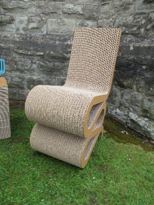 A pair of Wriggle, cardboard chairs and a table after Frank Gehry - Image 5 of 6
