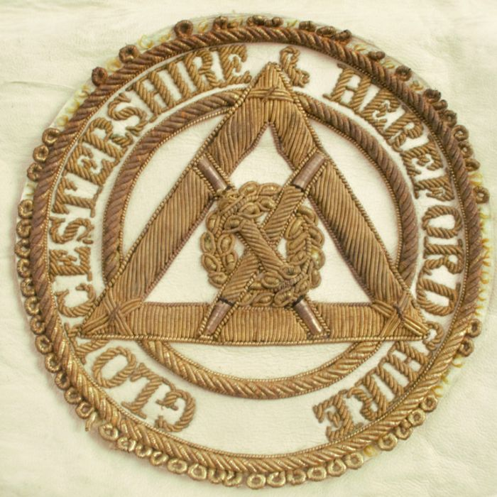 A Toye & Kenning Worcestershire & Herefordshire Masonic apron, in leather and silk - Image 2 of 2