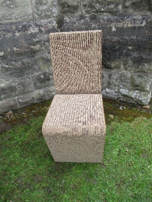 A pair of Wriggle, cardboard chairs and a table after Frank Gehry - Image 3 of 6