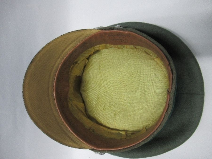 A Third Reich style visor cap, in green felt fabric with dark green piping and hat band, silver - Image 4 of 5