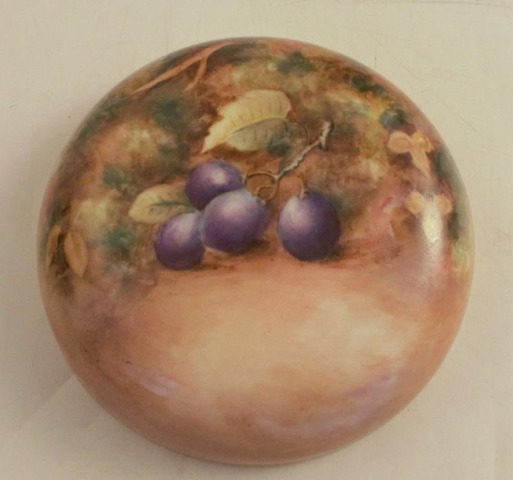 A Royal Worcester covered ginger jar, decorated all over with hand painted fruit by Freeman, - Image 4 of 5