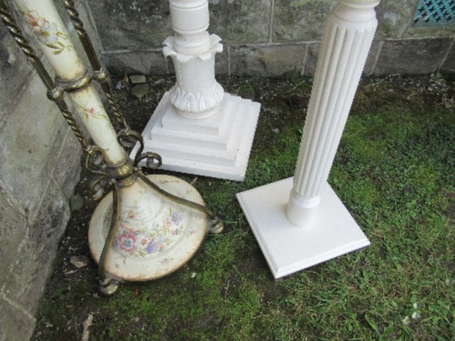 A telescopic oil lamp base, together with two painted plant stands - Image 3 of 3