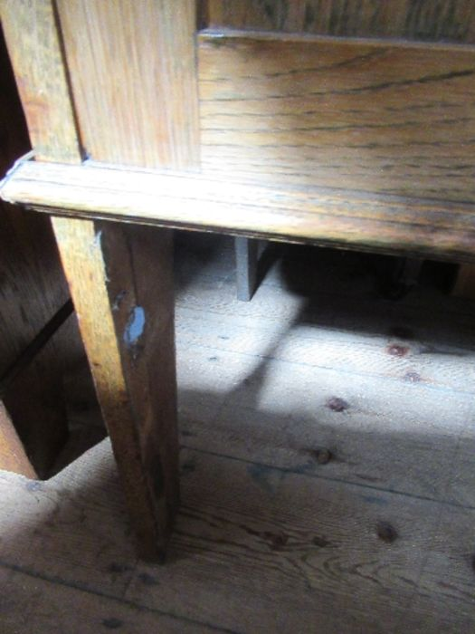 An Arts and Crafts style tile backed wash stand, with cupboard door below, width 41.5ins x height - Image 4 of 5