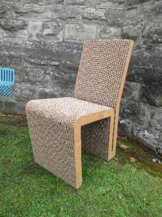 A pair of Wriggle, cardboard chairs and a table after Frank Gehry - Image 2 of 6