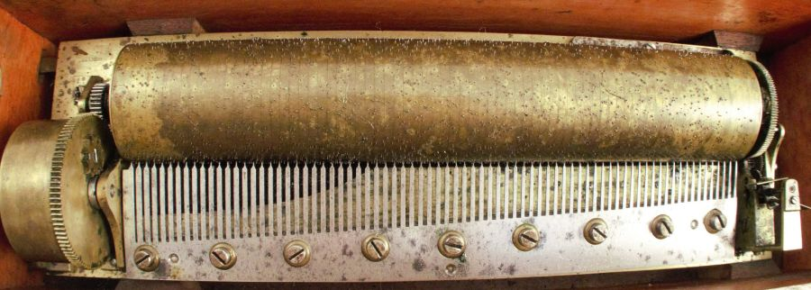 A Swiss music box, circa 1860, marked Henrique, plays 8 airs, possibly by Nicole Freres - Image 2 of 5