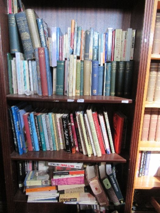 A large collection of books, to include paperbacks and art history books, etc. - Image 5 of 6