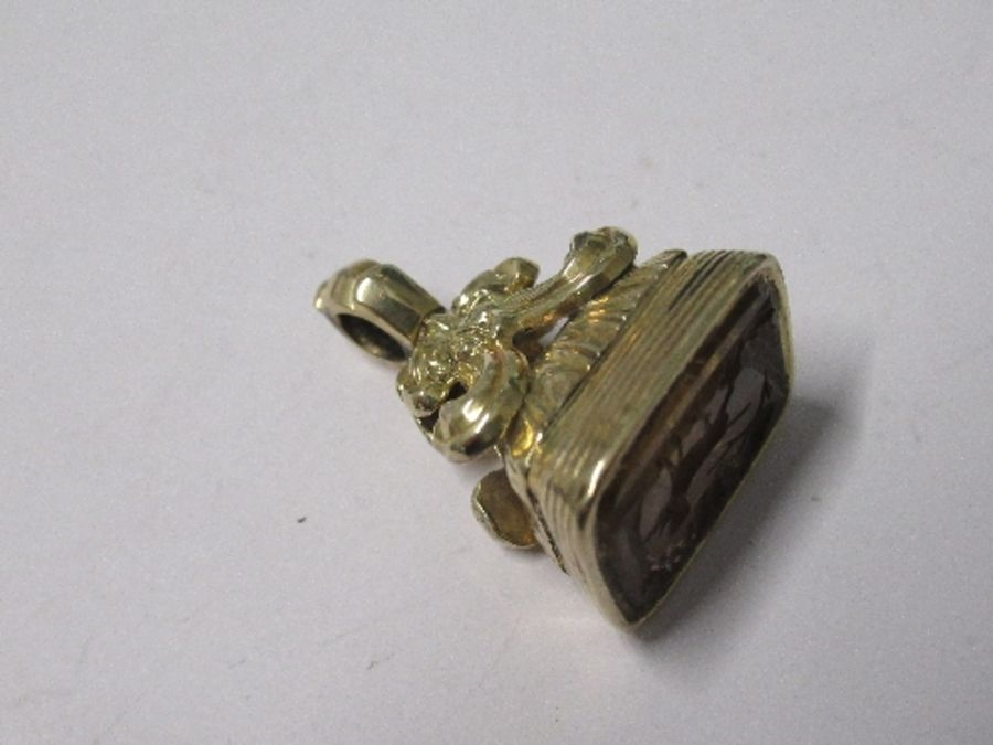 A 19th century seal fob, with an engraved yellow foil backed stone engraved with a gun dog, with a - Image 3 of 3
