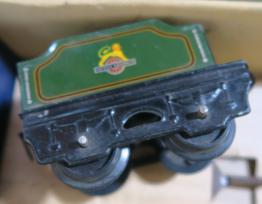 A boxed Hornby clockwork Train Goods Set, number 20, O gauge, in green livery - Image 5 of 5