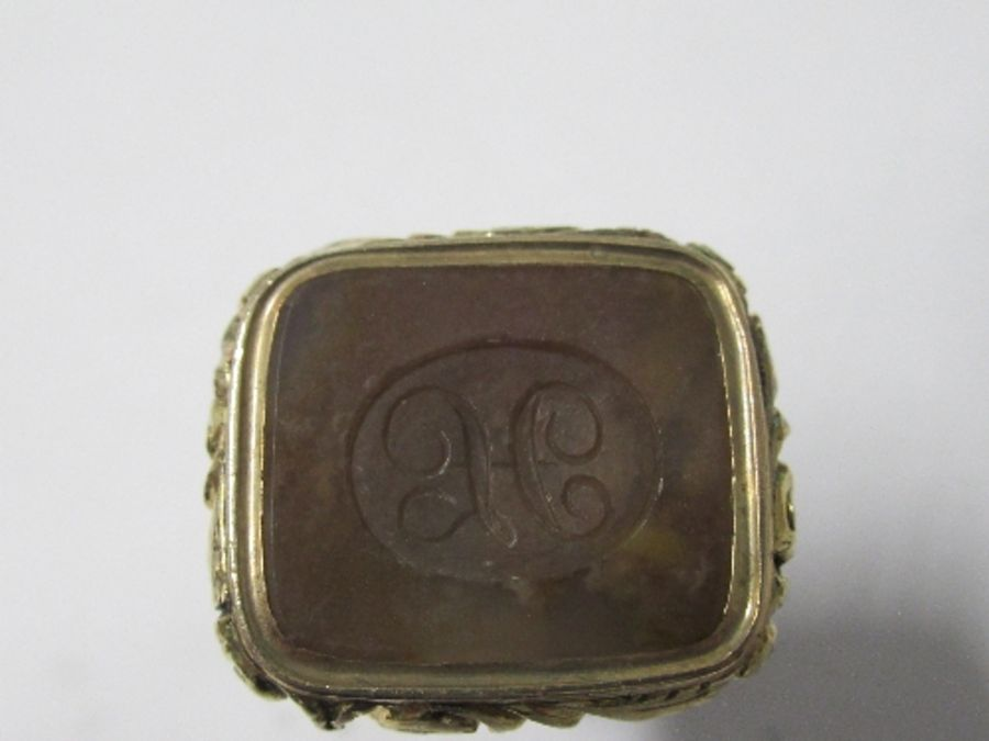 A 19th century seal fob, the agate panel monogrammed - Good condition