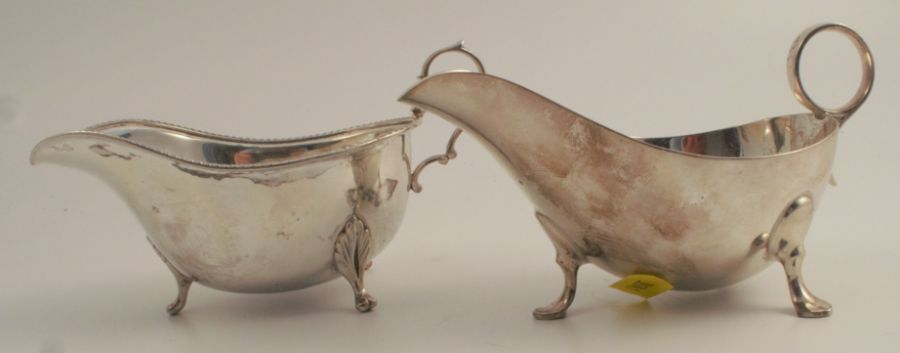 Two hallmarked silver sauce boats, one with gadrooned edge, weight for both 9oz