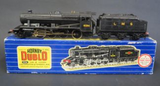 A Hornby Dublo OO Gauge 3224 2-8-0 8F Goods Locomotive & Tender L.M.R. 3 Rail. Good condition but