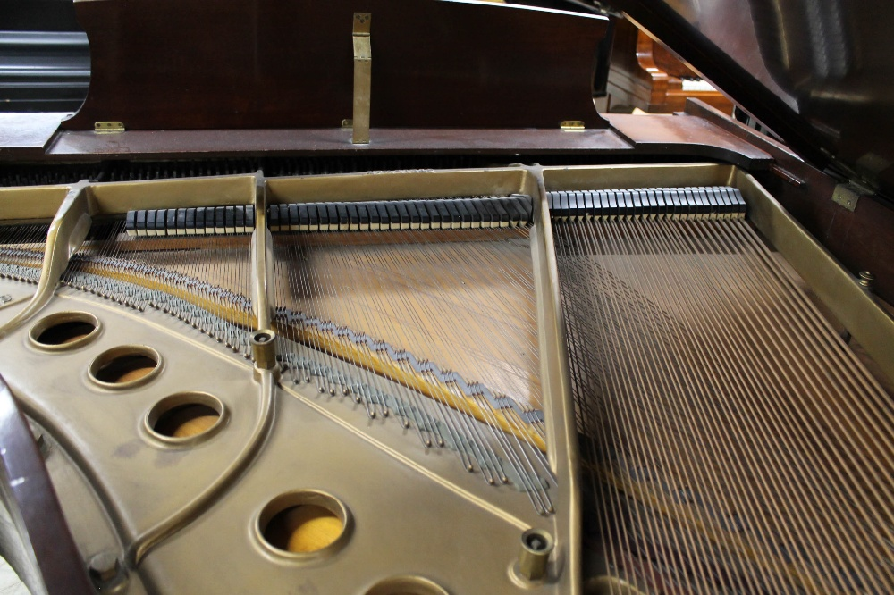 Steinway (c1950) A 5ft 1in Model S grand piano in a mahogany case on square tapered legs. - Image 7 of 7