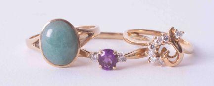 A 9ct yellow gold ring set jade cabochon, yellow gold diamond set heart ring (no hallmarks) & 9ct