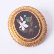 An ornate yellow gold 'Pietra Dura' oval brooch with a mosaic hardstone flower design centre, 13g.
