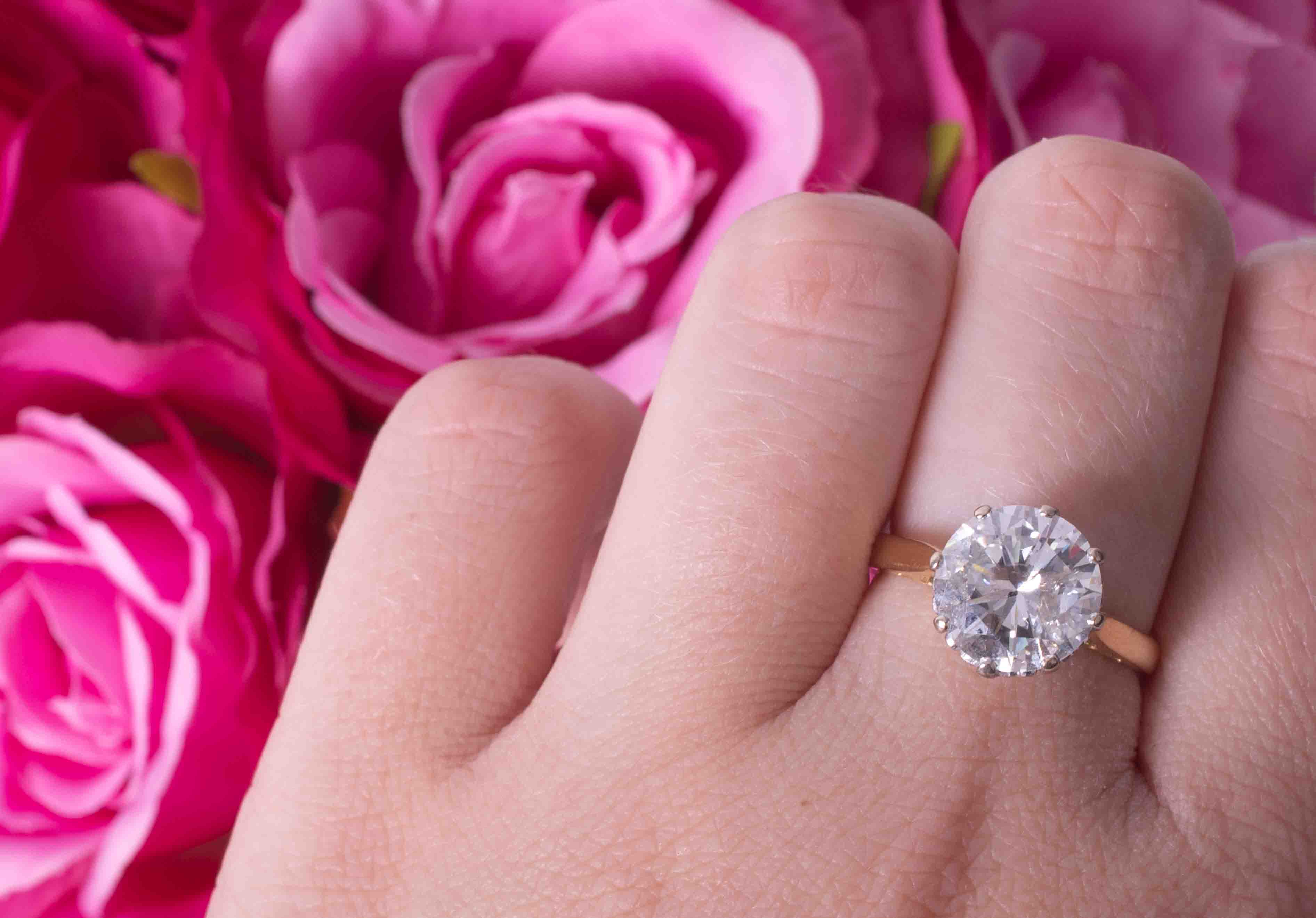 An impressive 18ct yellow & white gold diamond solitaire ring set with approx. 4.00 carats of - Image 6 of 6