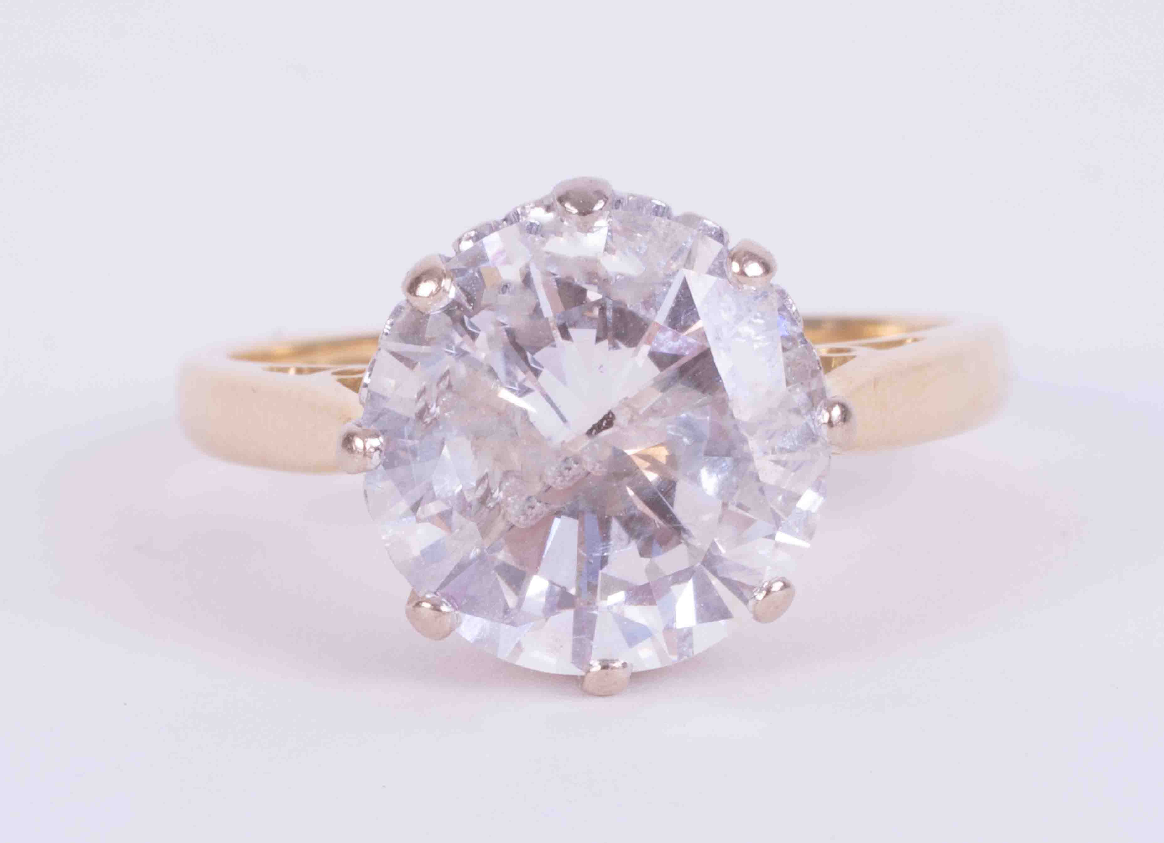 An impressive 18ct yellow & white gold diamond solitaire ring set with approx. 4.00 carats of