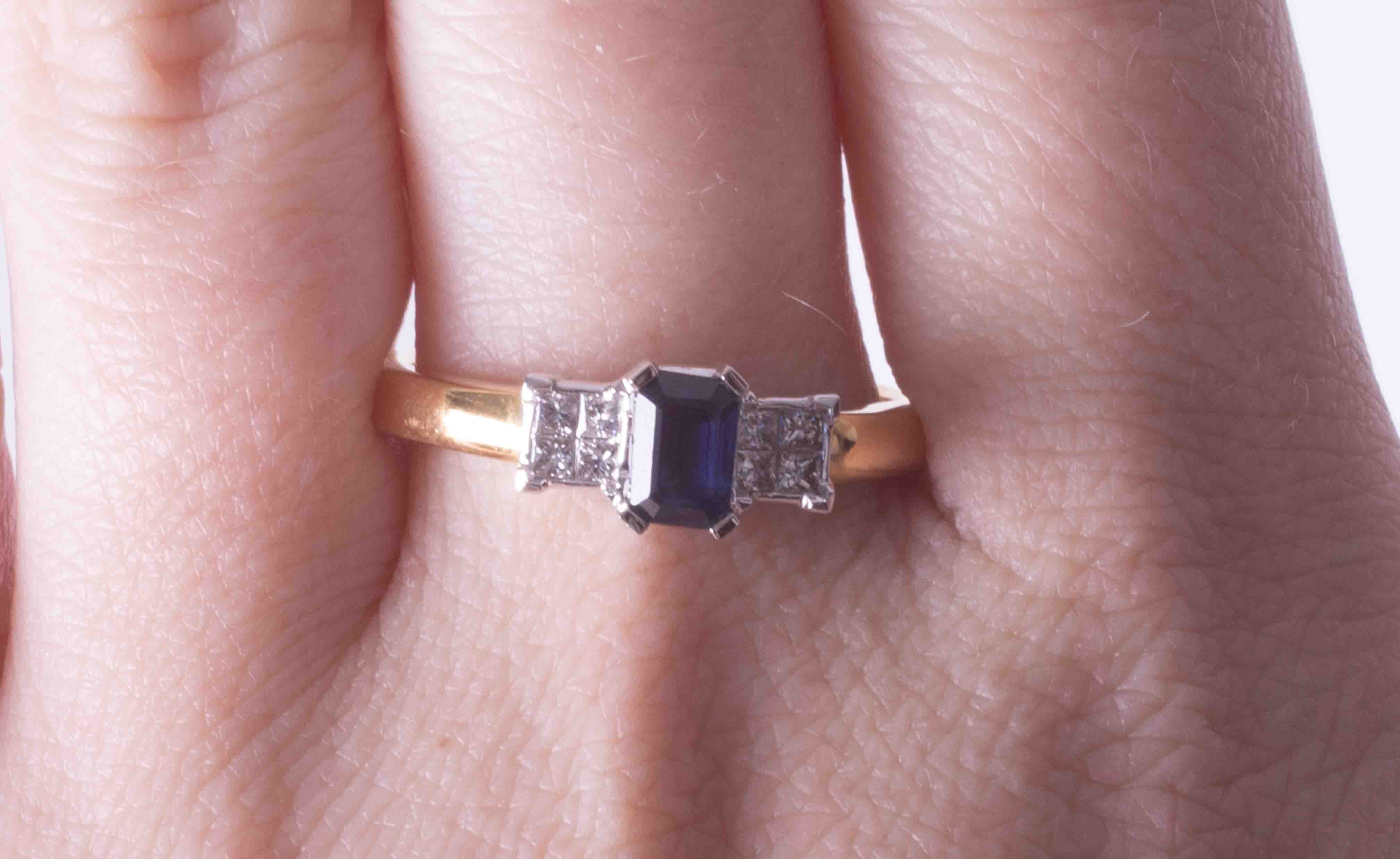 An 18ct yellow & white gold ring set approx. 0.50 carat emerald cut sapphire & 0.21ct total weight - Image 2 of 2