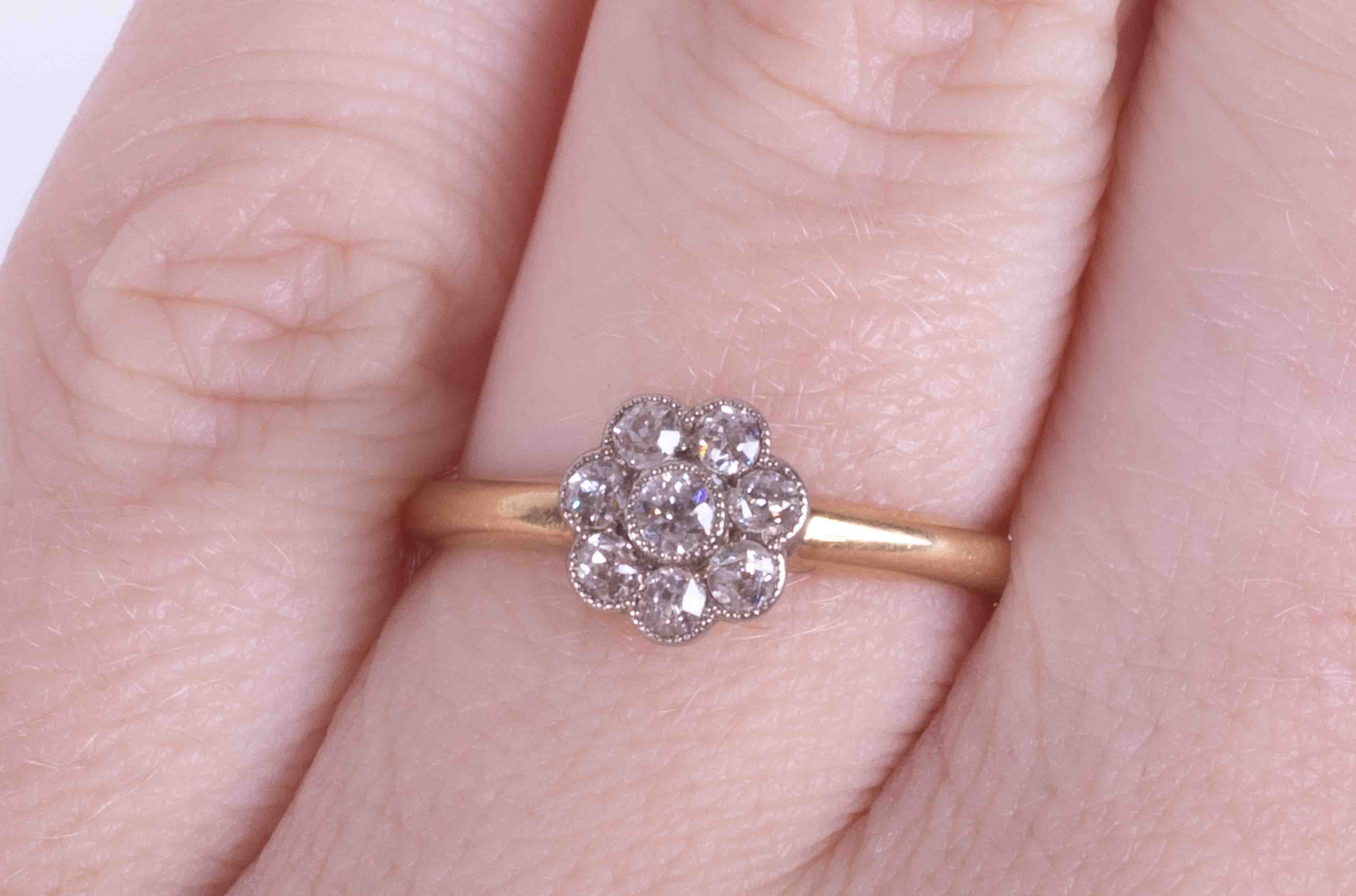 An antique 18ct yellow gold flower cluster ring set approx. 0.15 carats total weight of round cut - Image 2 of 2