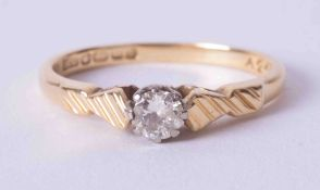 An 18ct yellow gold six claw ring set approx. 0.25ct round cut diamond, weight approx. 2.7g, size L.