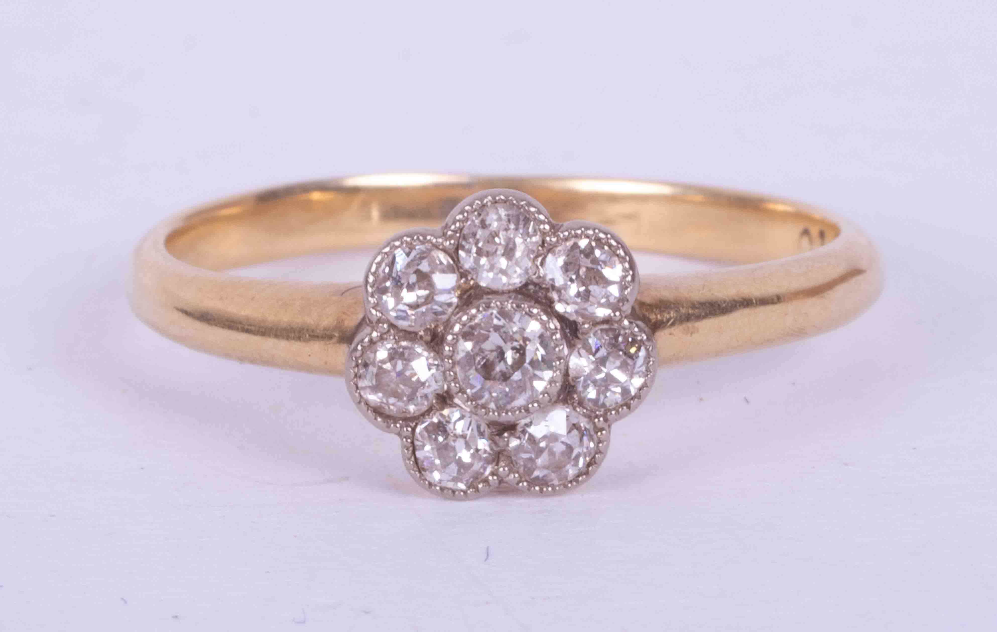 An antique 18ct yellow gold flower cluster ring set approx. 0.15 carats total weight of round cut