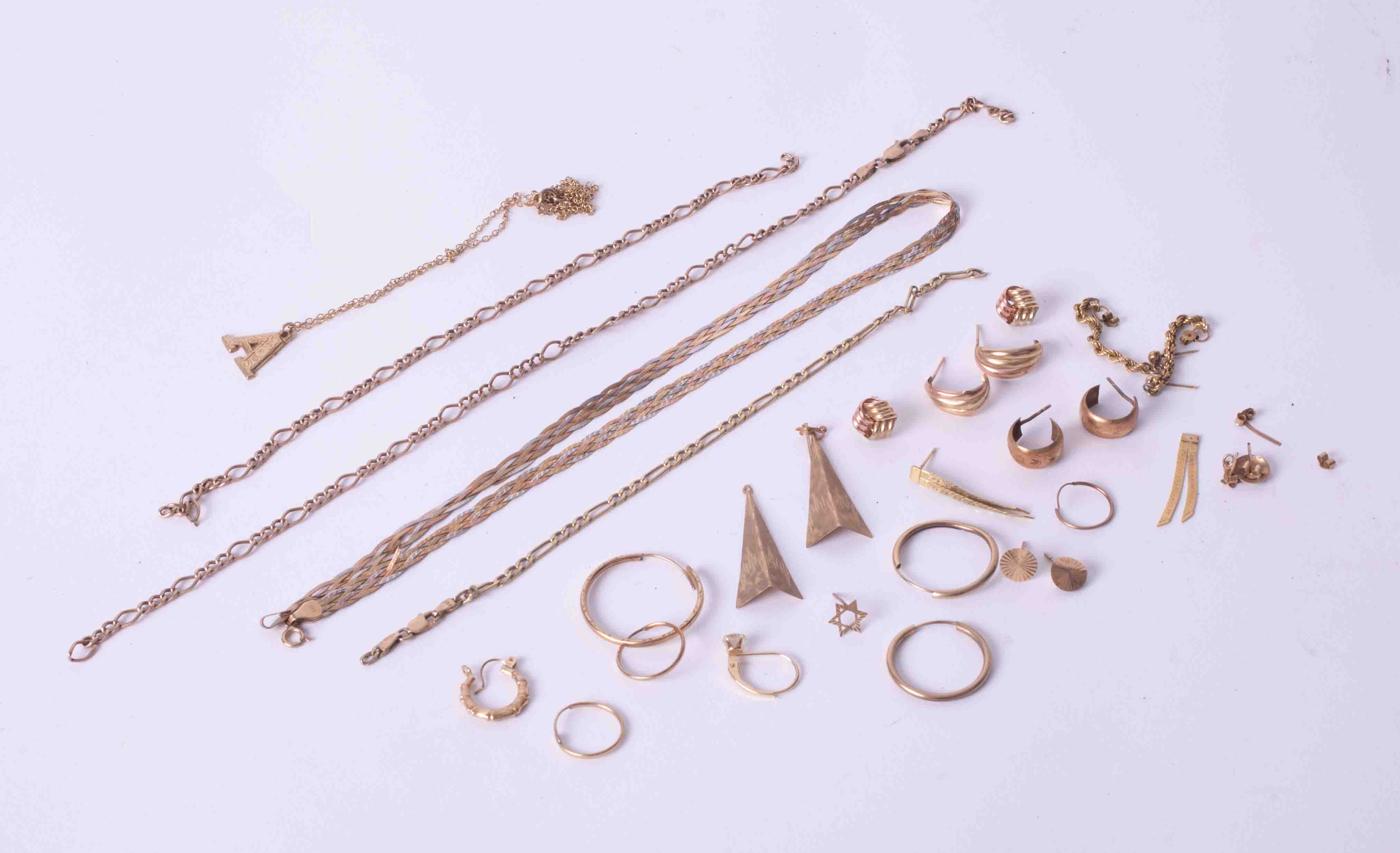 A bag of mixed 9ct yellow gold jewellery items including a tricolour flat link necklace, earrings,