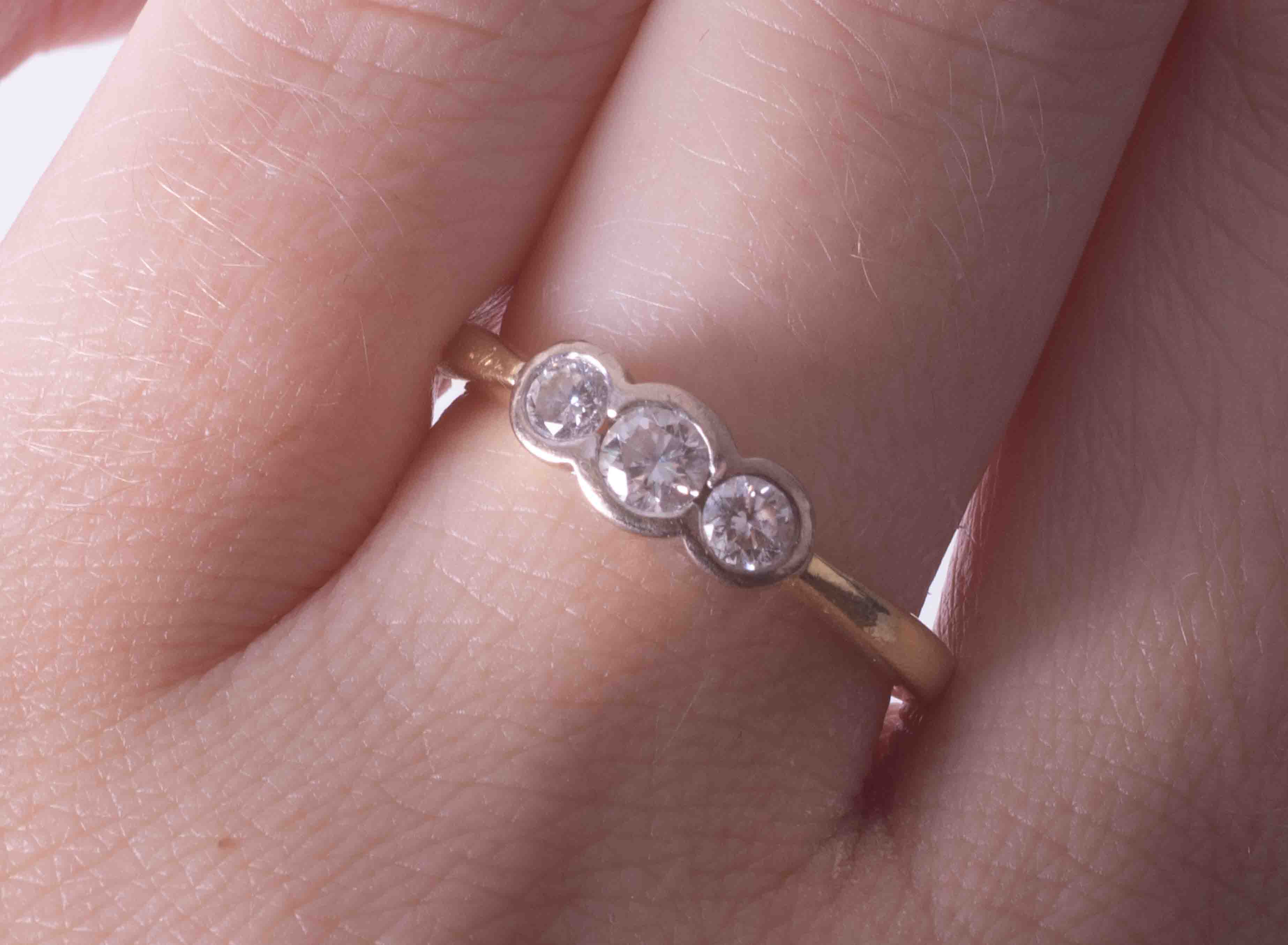 An 18ct yellow & white gold three stone ring set with approx. 0.37 carats total weight of - Image 2 of 2