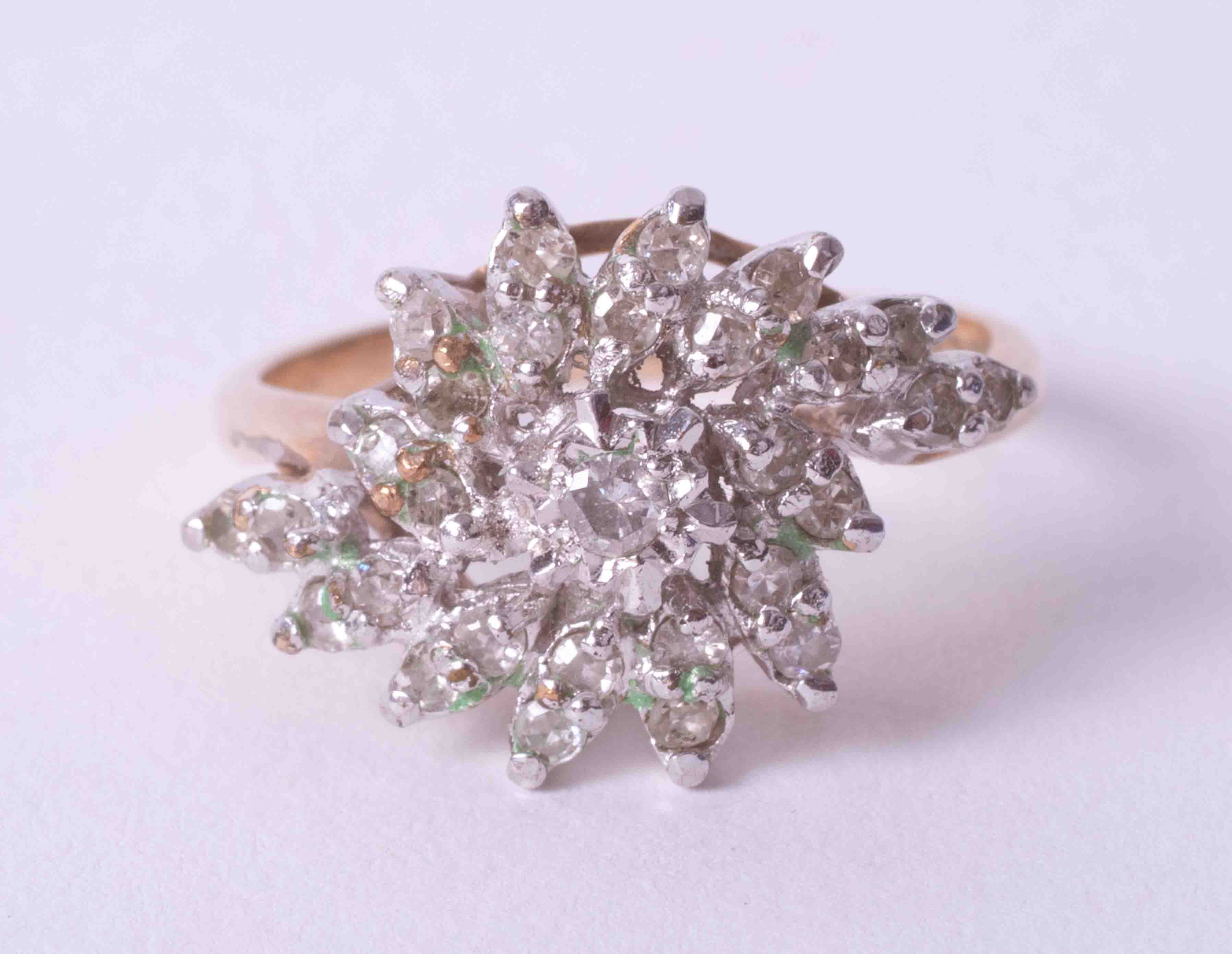 A 9ct yellow gold and diamond cluster ring, size O.