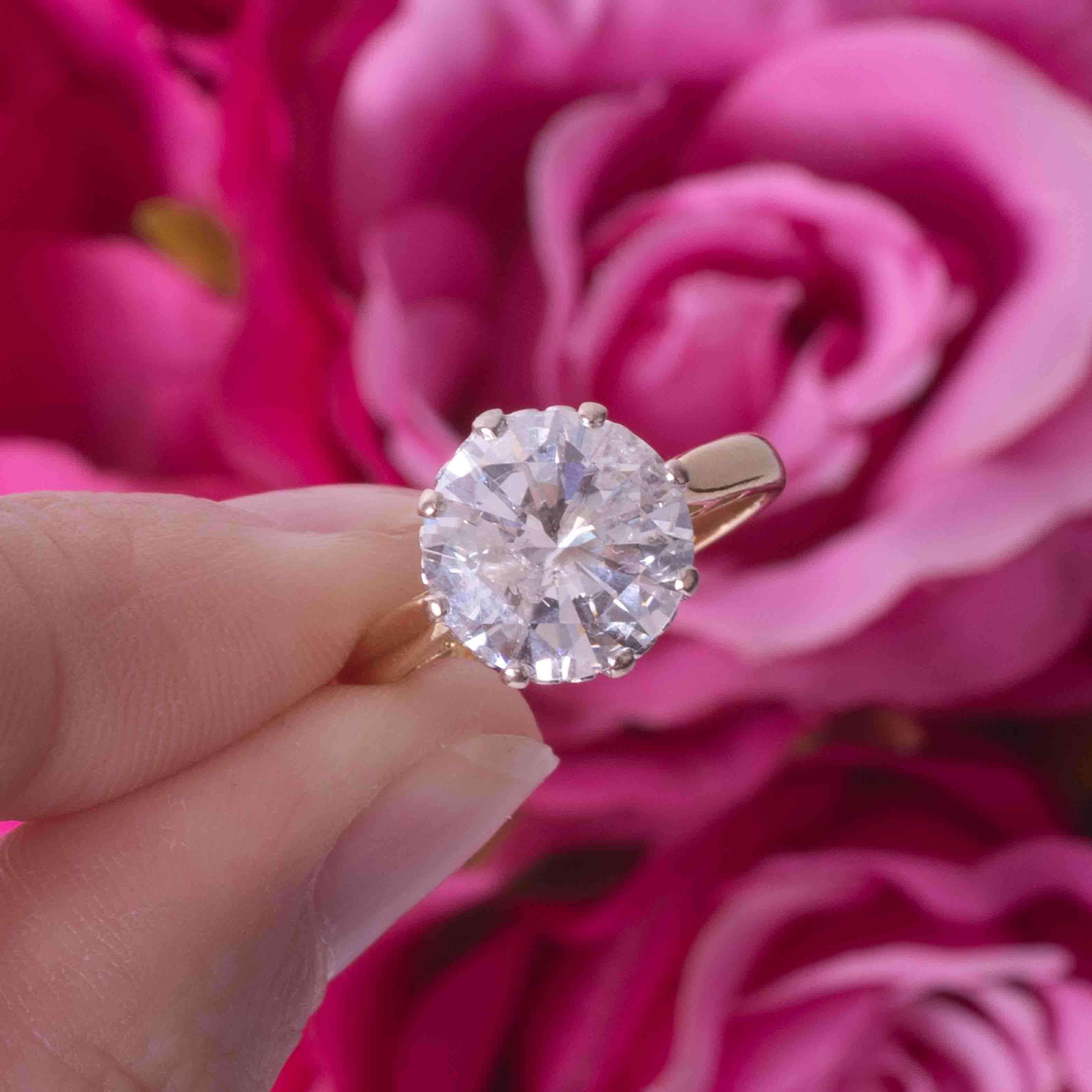 An impressive 18ct yellow & white gold diamond solitaire ring set with approx. 4.00 carats of - Image 5 of 6